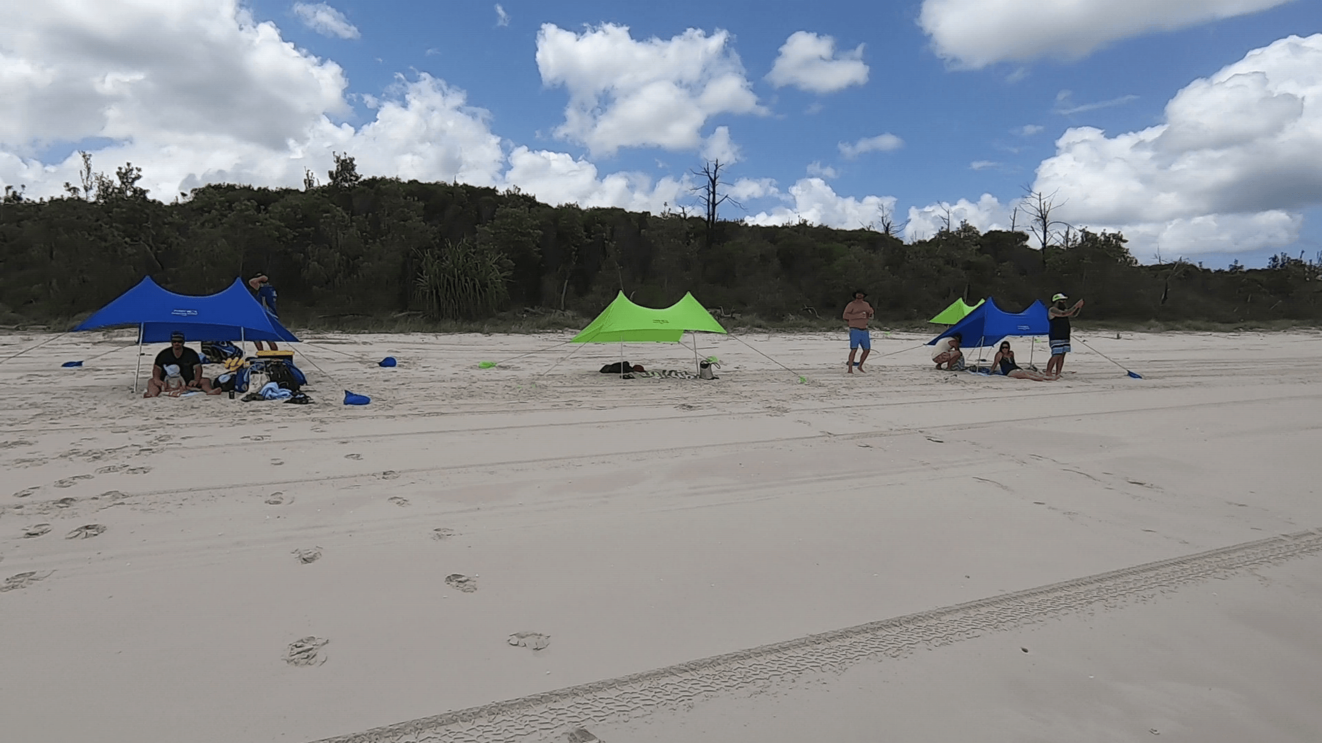 Fraser Island tour - K'gari Ocean Safari - relax on the beach and enjoy the sunshine